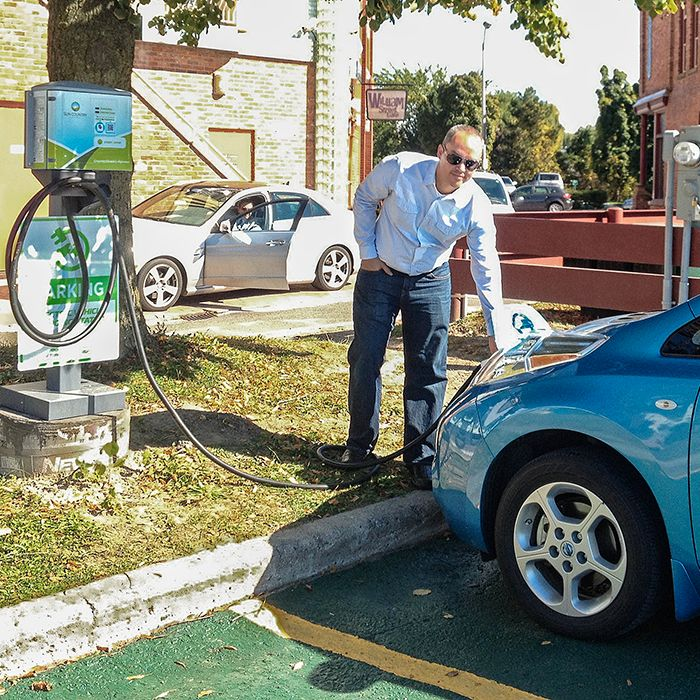 Union Gas employee Sean Hart seized the opportunity to top up his zero emission Nissan Leaf at the Downtown Chatham Centre. The mall has partnered with Entegrus to offer two electric vehicle recharging spots in its parking lot. And the juice is free.