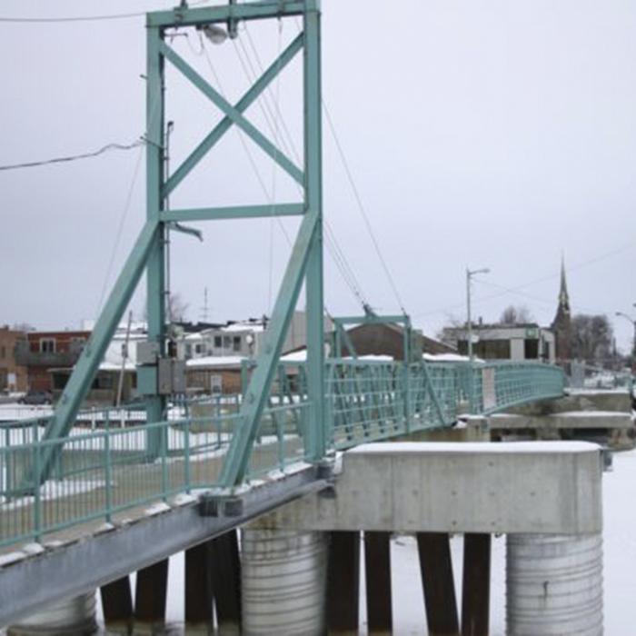 wallaceburg walking bridge